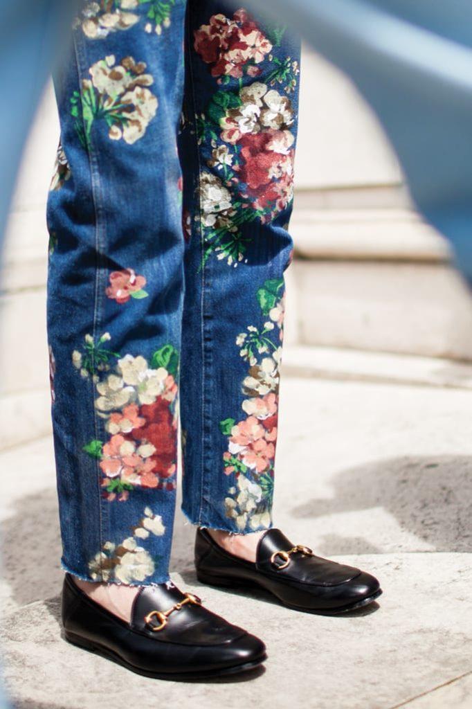 giày lười với quần jean